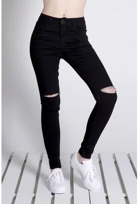 Sofistiqe Siyah Dizleri Yırtık Jean