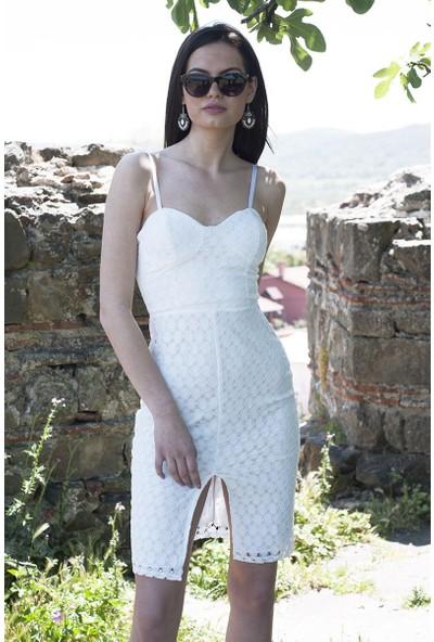Sofistiqe Beyaz İşlemeli Elbise