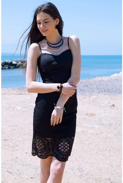 Sofistiqe Siyah İşlemeli Elbise