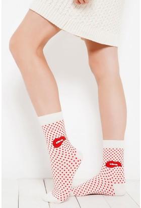 Brogetti Candy Kırmızı Puantiyeli Ve Dudak Detaylı Bambu Soket Çorap