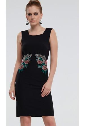 İroni Beli Nakışlı Siyah Elbise
