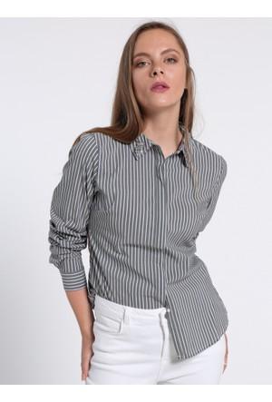 Yakası Taş Detaylı Gömlek - Gri - Koton