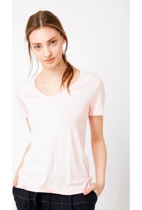 Eka V Yaka Basic T-Shirt