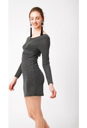 Eka Sırtı Açık Önü Çapraz Simli Elbise