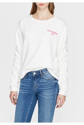 Mavi Kolları Büzgülü Beyaz Sweatshirt