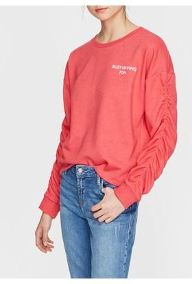 Mavi Kolları Büzgülü Kırmızı Sweatshirt