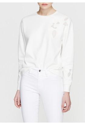 Mavi Nakışlı Beyaz Sweatshirt