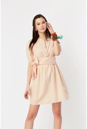 Eka Ön Fermuarlı Beli Lastikli Kuşaklı Elbise