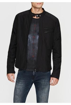 Mavi Dik Yaka Siyah Ceket