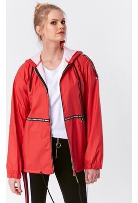 Eka Kapüşonlu Cepli Ceket