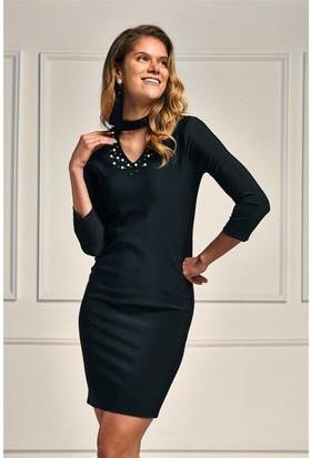 Lafaba Siyah Yakası Dekolteli Sırtı Pencereli Kalem 95Cm Elbise