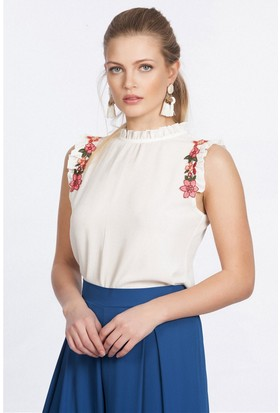 Lafaba Kolsuz Fırfırlı Detaylı Beyaz Bluz