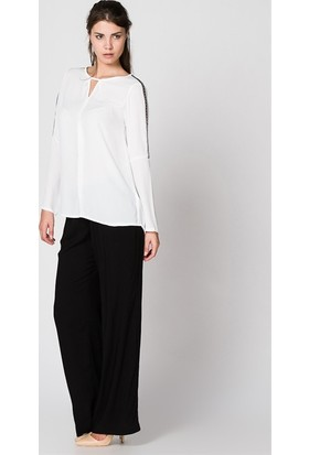 Bonalodi Üçgen Yaka Omuz Aksesuarlı Beyaz Kadın Bluz