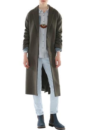Yargıcı Bol Kesim Yan Yırtmaç Detaylı Palto