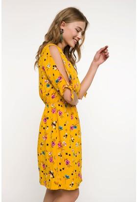 Defacto Omuzları Dekolte Detaylı Çiçek Desenli Elbise