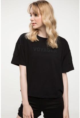 Defacto Yazı Baskılı Kol Püskül Detaylı T-Shirt