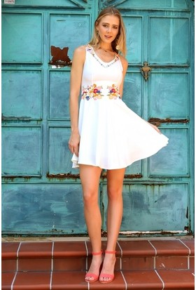 Eka Nakış İşlemeli Kolsuz Elbise