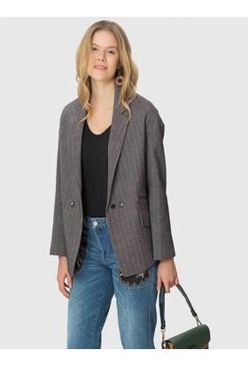 Roman Cep Ve Düğme Detaylı Kadın Ceket