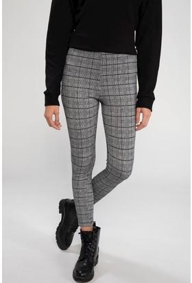DeFacto Kadın Elastik Belli Kareli Slim Fit Pantolon