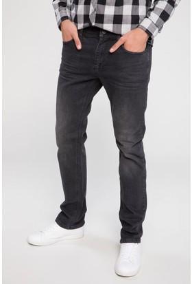 Defacto Erkek Sergio Yırtık Detaylı Denim Pantolon
