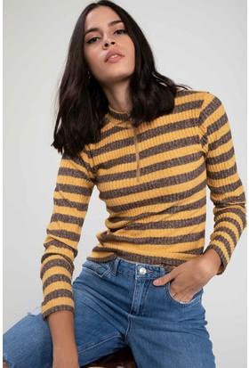 Defacto Kadın Yakası Fermuarlı Çizgili Slim Fit T-Shirt