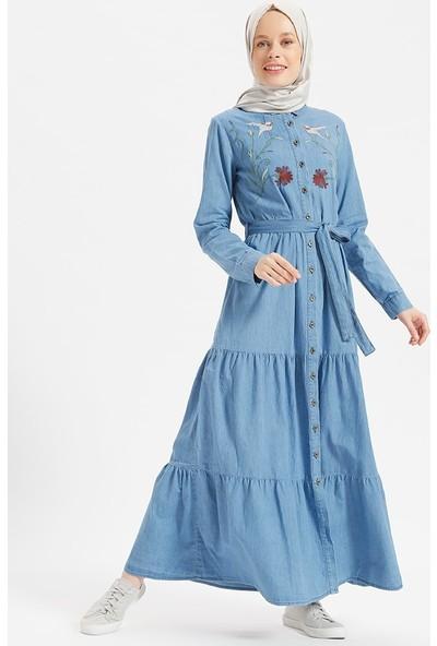 Benin Doğal Kumaşlı Nakışlı Kot Elbise - Açık Mavi