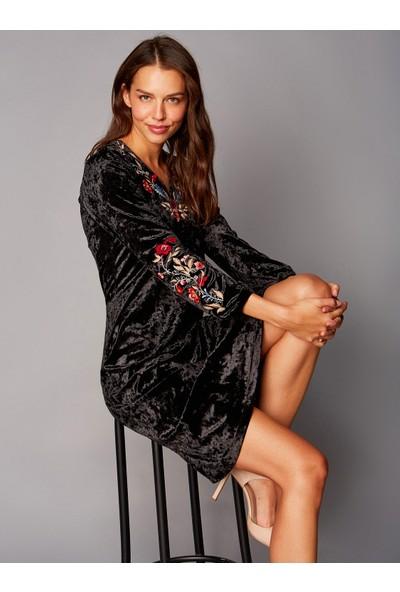 Faik Sönmez Kadın Nakışlı Kadife Elbise 37235