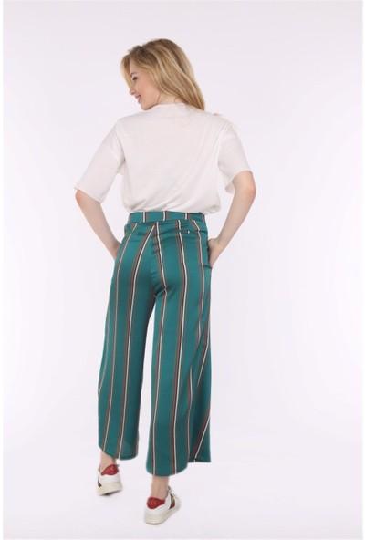 Her Mod'a Bir Moda Ön Yırtmaç Detaylı Bol Pantolon