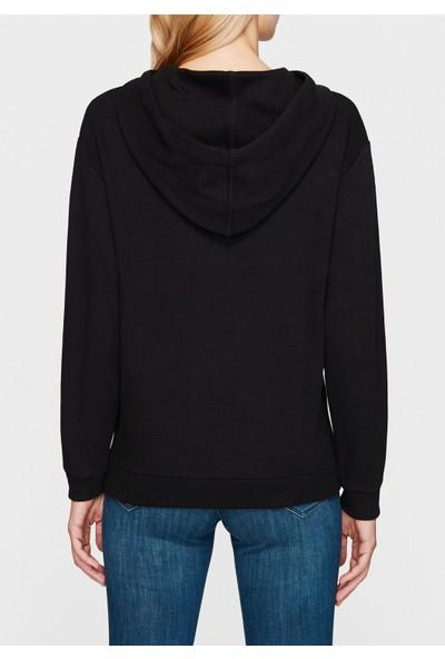 Mavi Kapüşonlu Siyah Sweatshirt
