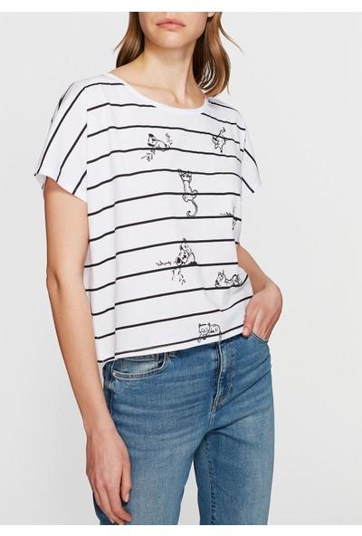 Mavi Çizgi Baskılı Beyaz T-Shirt