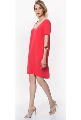 155363e86ec21 Roman V Yaka Detaylı Kırmızı Midi Elbise ...