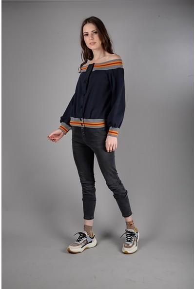 Graffin Omuzları Açıkta Kısa Sweatshirt