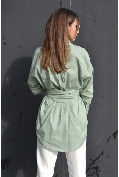 Her Mod'a Bir Moda Toka Detaylı Gömlek