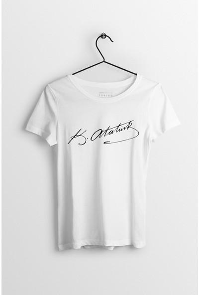 Tshigo Mustafa Kemal Atatürk İmzası Baskılı Kadın T-Shirt