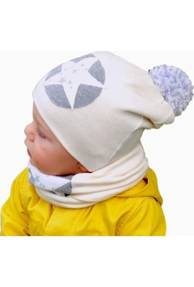 Babygiz Beyaz Üstüne Yıldız İşlemeli Ponpon Detaylı Bere Ve Boyunluk Takım