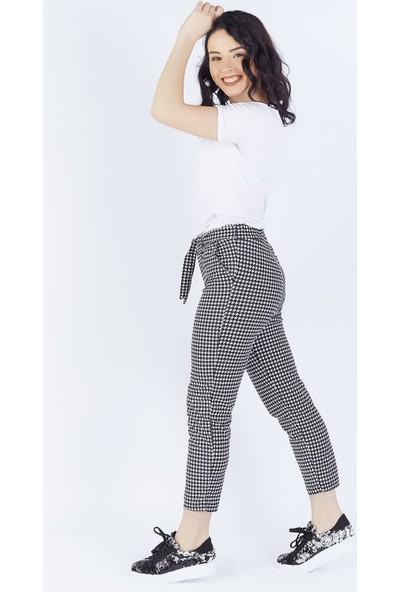 Ewa Moda Kuşaklı Kazayak Desen Havuç Pantolon Siyah Beyaz