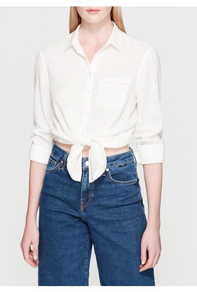 Mavi Dantel Detaylı Beyaz Gömlek