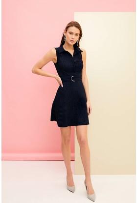 ac2305a5b2308 DeFacto Kemer Detaylı Kolsuz Elbise DeFacto Kemer Detaylı Kolsuz Elbise ...