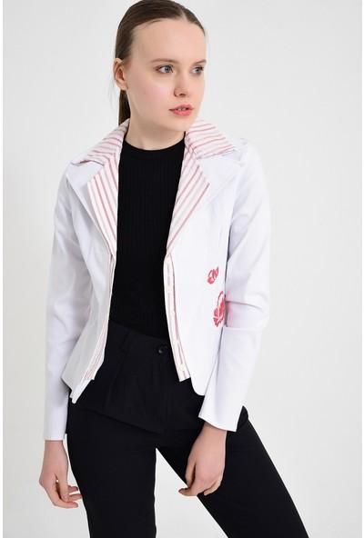 Maldia Kırmızı Gül Nakışlı Beyaz Kadın Ceket