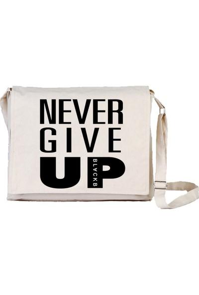 Art T-Shirt Never Give Up Unisex Postacı Çantası