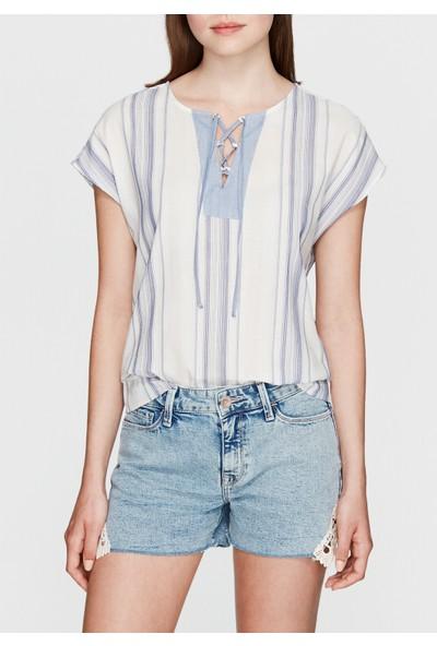 Mavi Çizgili Beyaz Bluz