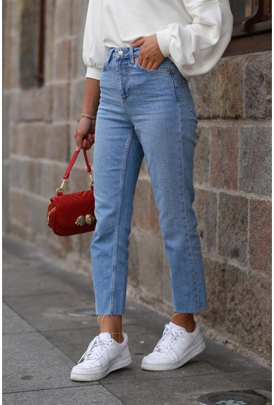 Bade Butik Açık Renk Orjınal Marka Paçası Kesik Jean