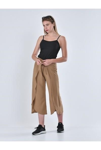 İncebelli Collection Bağlamalı Kapaklı Krınkıl Cepli Kadın Pantolon Bej