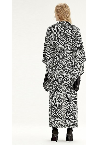 Mizalle Zebra Desenli Uzun Kimono