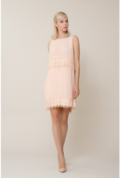 GIZIA İnci Detaylı Pudra Pilise Mini Elbise