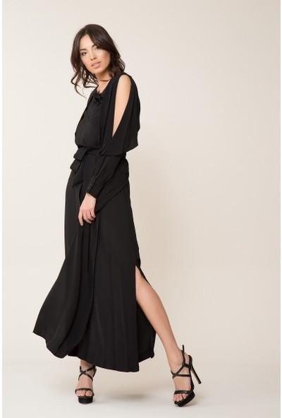 GIZIA Broş Detaylı Siyah Uzun Elbise