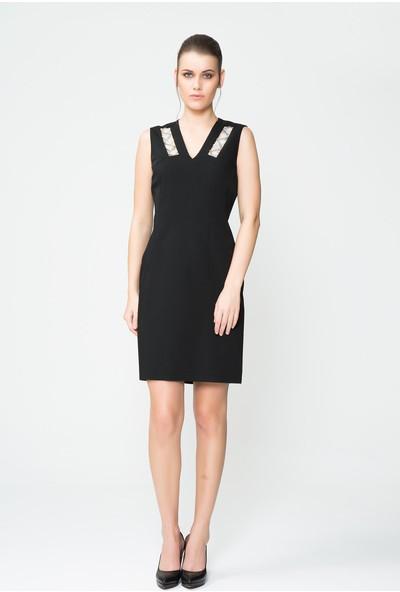 GIZIA Taş Şeritli V Yaka Siyah Mini Elbise