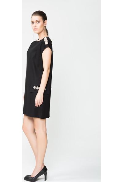 GIZIA Cep Ve Omuz Taş Şeritli Mini Siyah Elbise