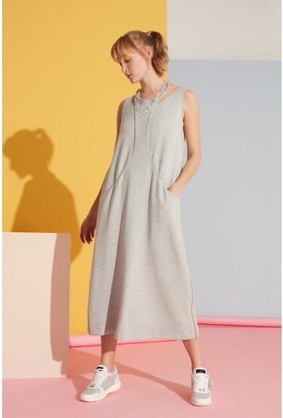 GIZIA Yaka Taş Detaylı Gri Elbise