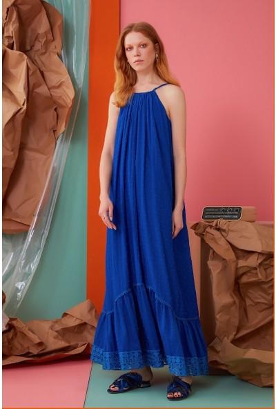 GIZIA İp Askılı Güpür Detaylı Saks Rengi Uzun Elbise